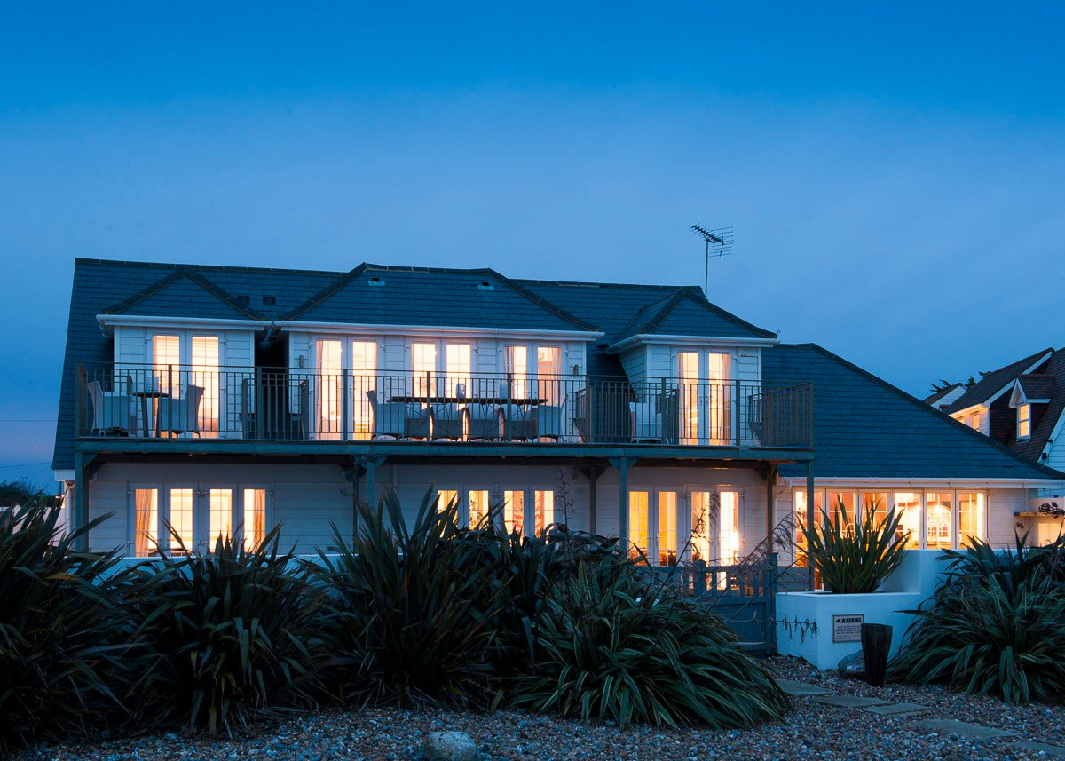 New england beach house luxury holiday house west sussex for Preston house