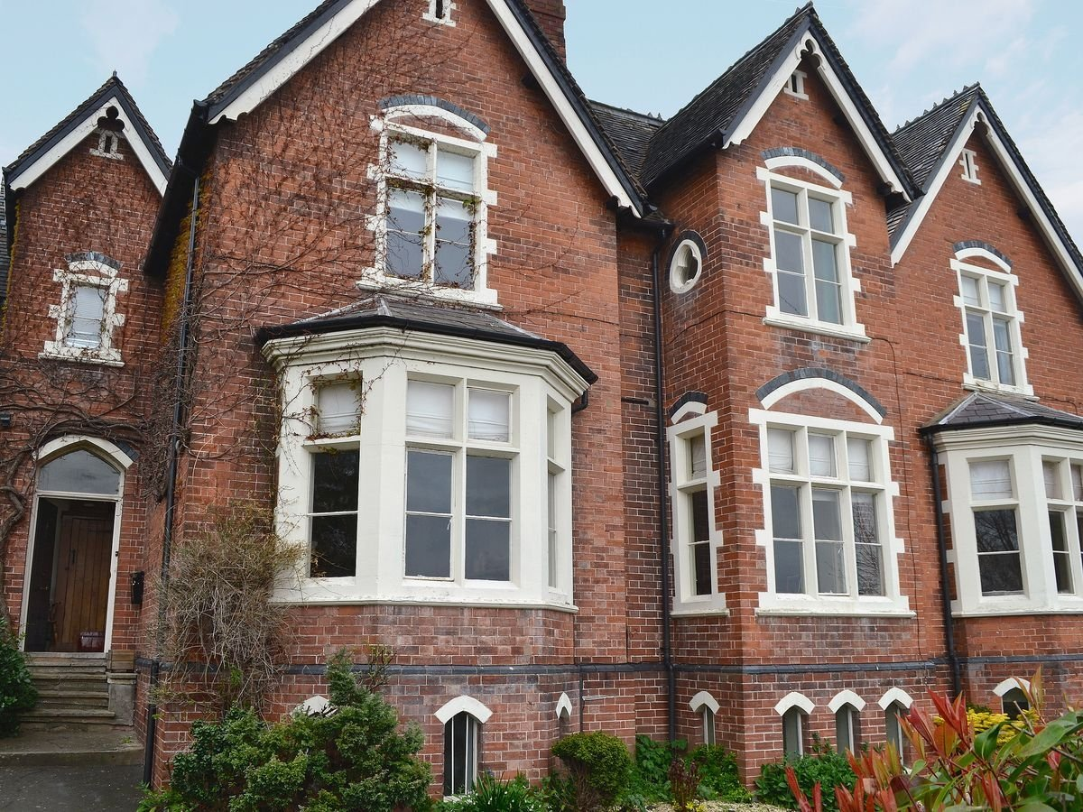 Home Front Elevation Uk : Burleigh house big holiday for groups worcestershire