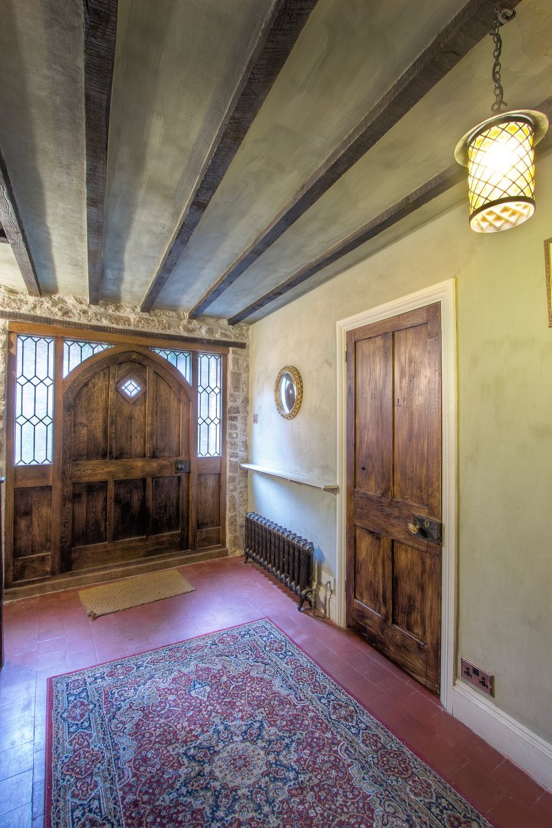 Llanthony secunda manor medieval manor house in wales for Foyer accommodation