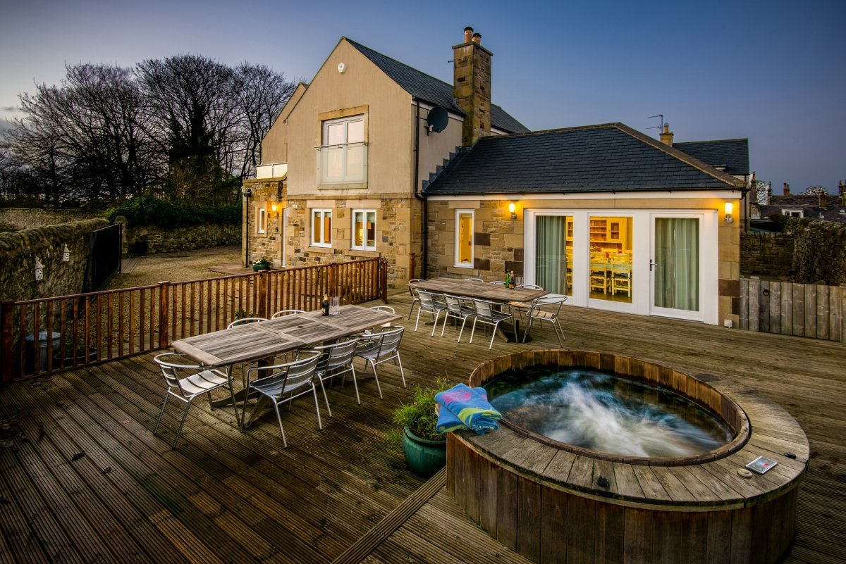 large group house in seahouses