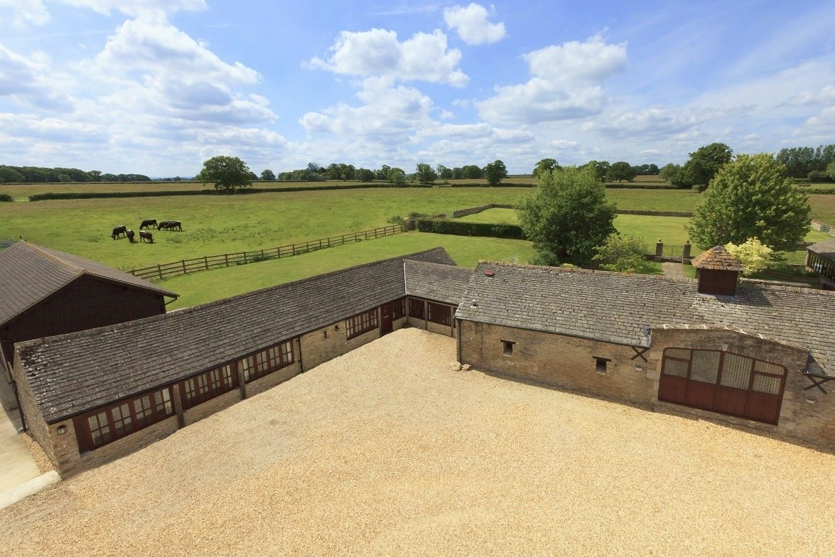 with uk co rent in hot to woods holidaycottages tubs cottages the cotswolds hideaway somerset