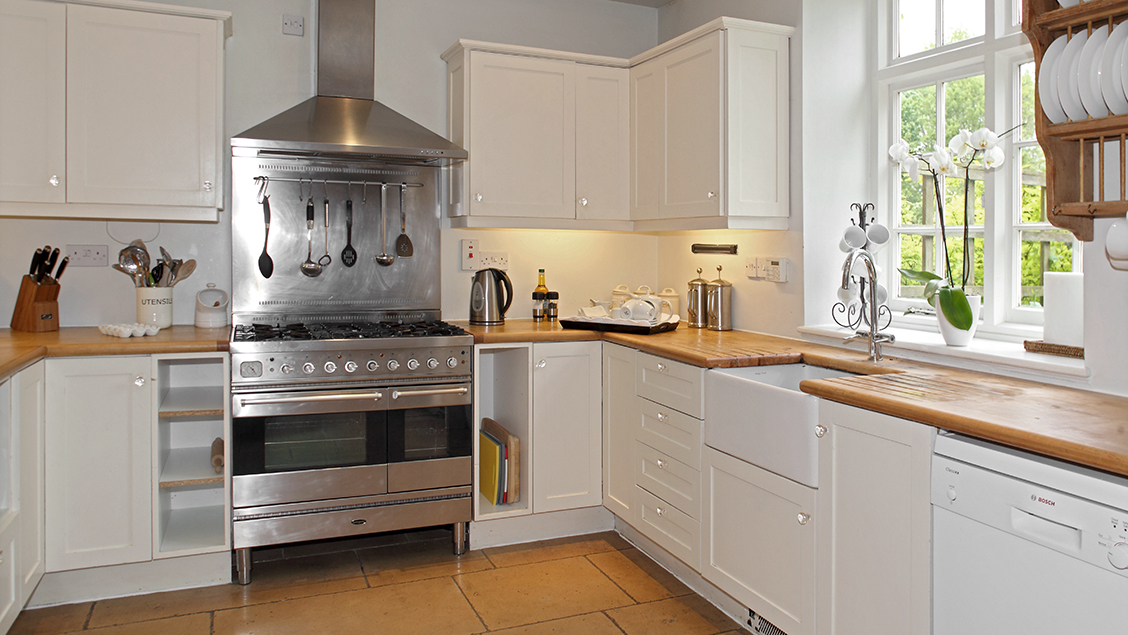 Bruern cottages group of holiday cottages in the cotswolds for Kitchens chipping norton