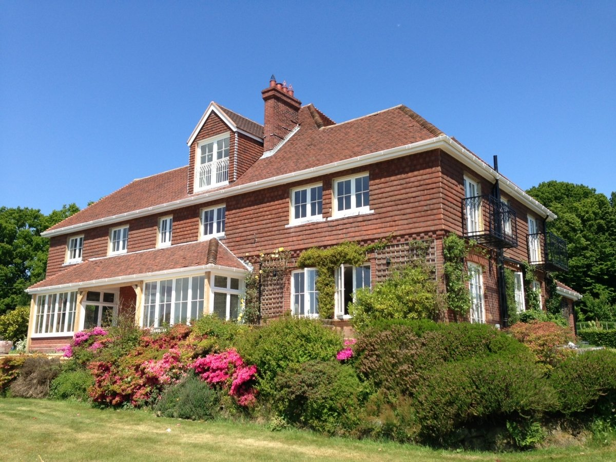 Big country house near brighton east sussex for Brighton house