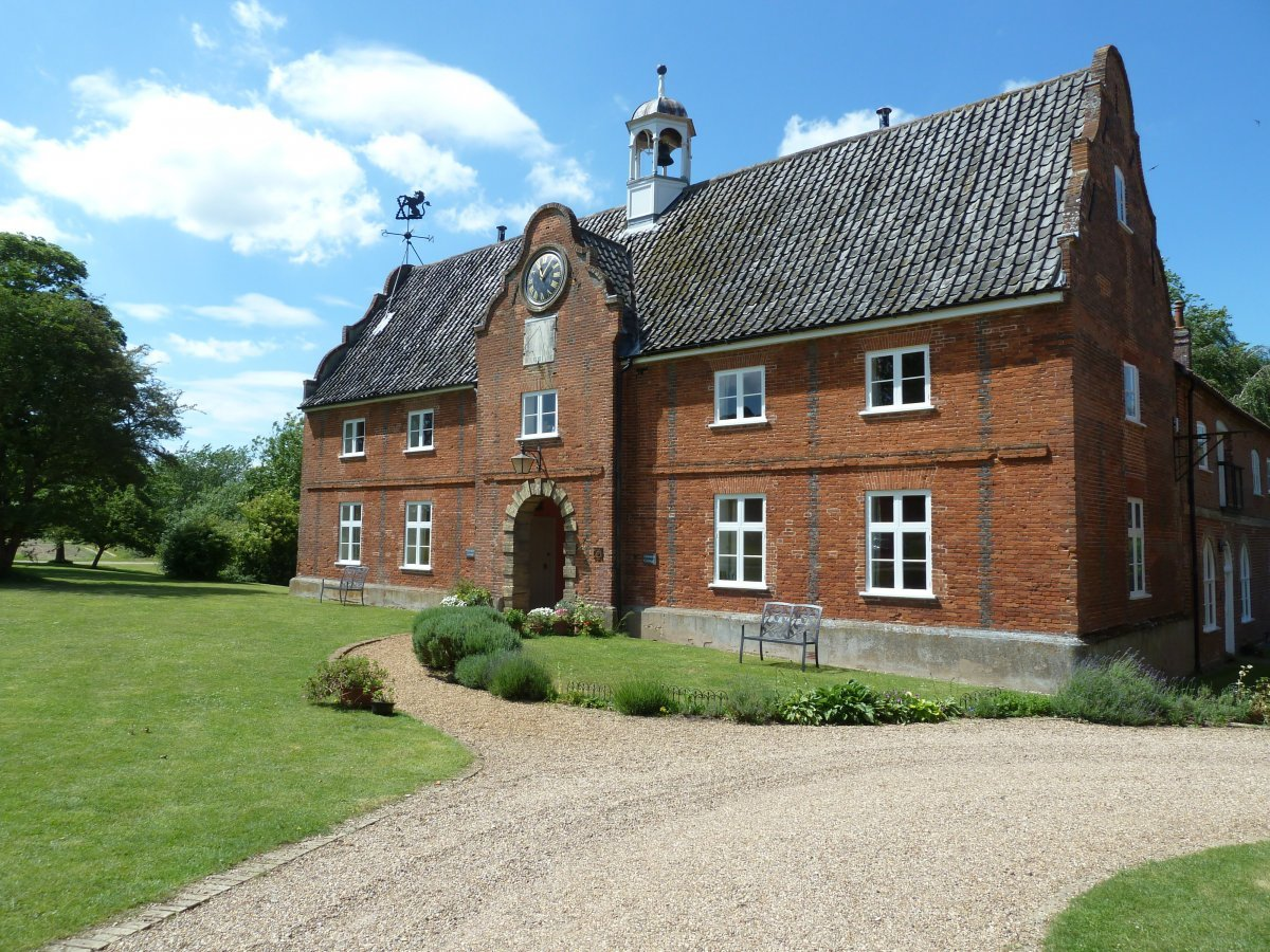 Group of family friendly cottages near wroxham norfolk for Family cottages