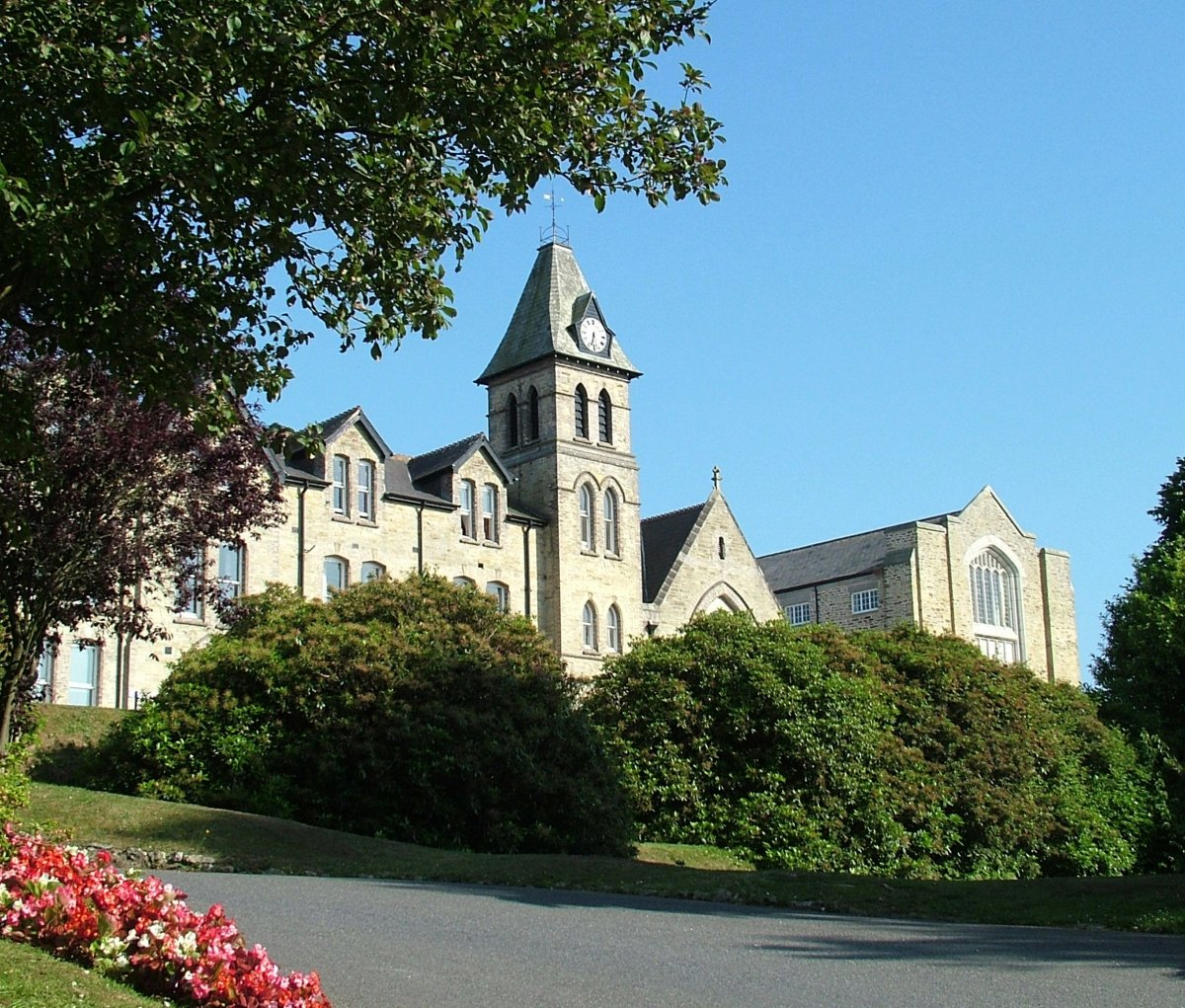 Main Building Group Pictures: Catered Campus Accommodation In Truro