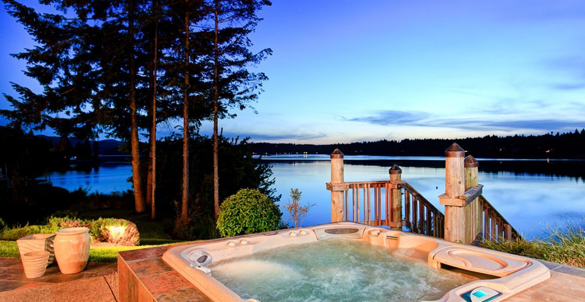 10 best holiday homes with hot tubs in france 2017 group accommodation for Holiday houses with swimming pools