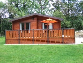 Log cabin (sleeps 4)