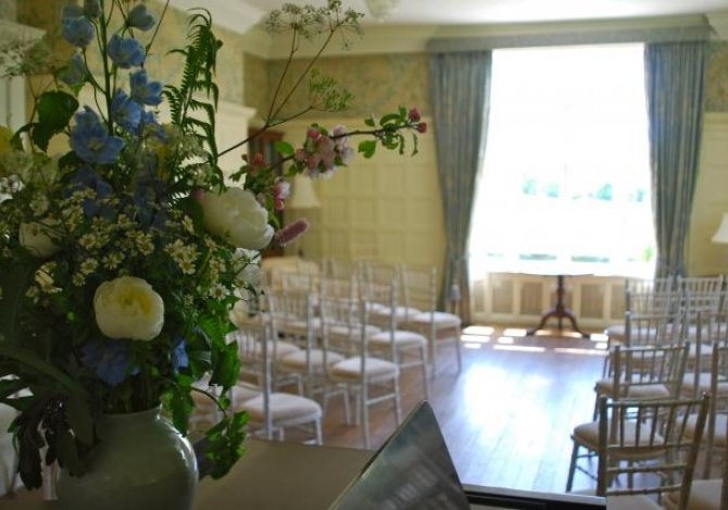 Ceremony in the drawing room seats up to 80