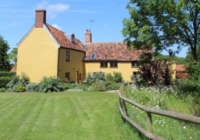 Large Secluded Farm Cottages Near Southwold Suffolk