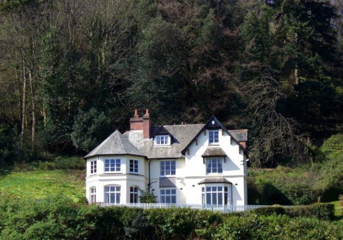 The Cleeve: secluded, imposing, private, unique.