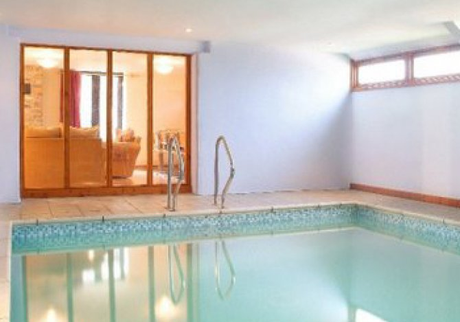 Swimming Pool in Horseshoe Cottage viewable from t