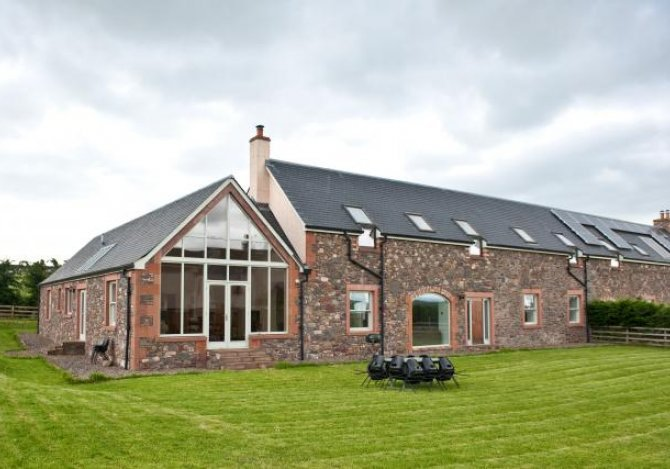 Stunning 5 bedroom property with sweeping views