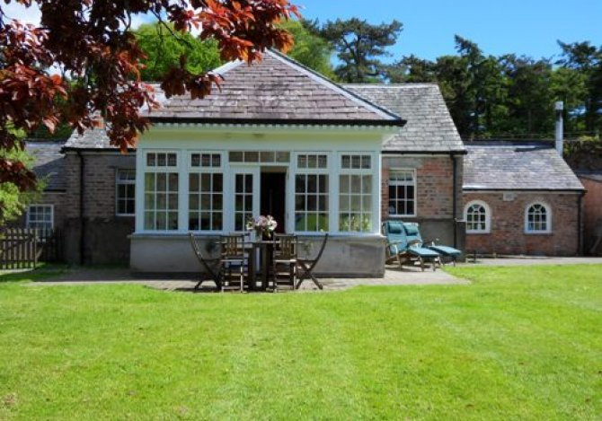 Pavilion Cottage sits in a pretty walled garden.