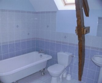 Longere bathroom