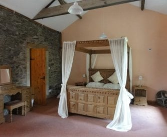 Large four poster room with en suite shower