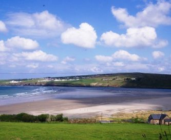 A 5 min drive to the beautiful Poppit Sands Beach