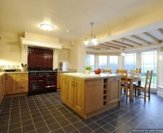 Llanlliana Kitchen with underfloor heating,