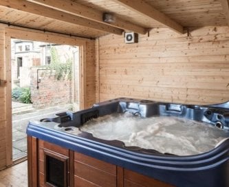6 person jacuzzi and sauna in the gardens