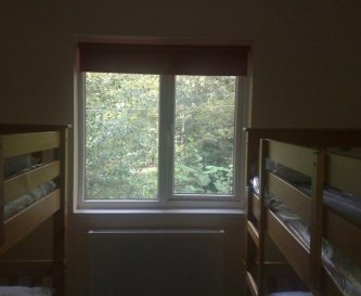 Bedrooms with 2 bunk beds (4 beds) per room