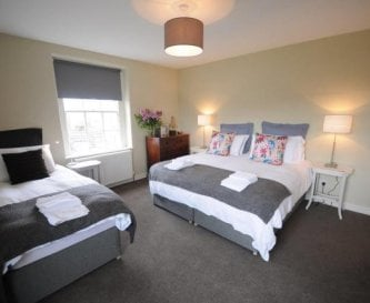 Bedroom 3 - S'king and 1 single + ensuite