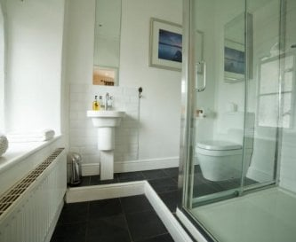 Bannerrigg en-suite one of 4 bath/shower rooms.