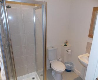 En suite shower rooms to all bedrooms