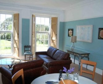 The sitting room and kitchen - Mailscot cottage