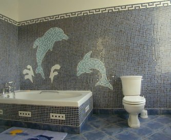 Mosaic bathroom of dolphins and a huge bath!