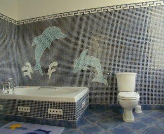 Mosaic bathroom of dolphins and a huge bath!