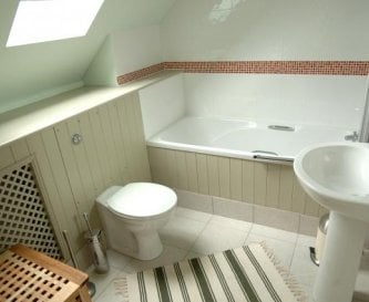 Long Barn - En-Suite Bathroom