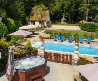 Hot Tub & Heated Pool