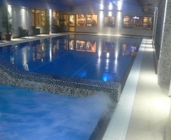 Large saline hydrotherapy & swimming pools in Spa