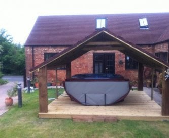 Church Farm Barn hot tub