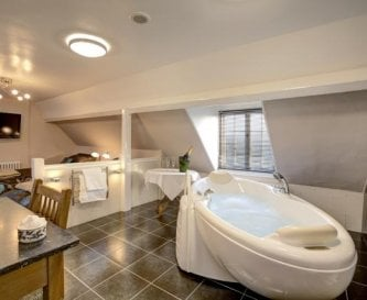 Lavender with Jacuzzi and ensuite shower room