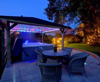 Hot Tub and Al Fresco Dining.........WOW !