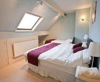 Triple bedroom, kingsize and single or 3 singles