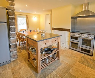 Fully equipped kitchen ideal for large groups