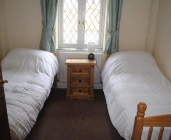 A twin bedroom in Kingfisher