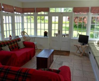Pavilion Cottage living area with long window seat