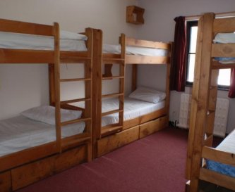 6 bed dorm style room