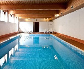 Excellent swimming pool.
