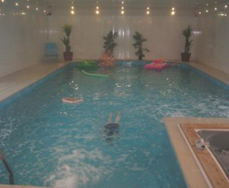 Heated pool /hot tub open 8 - 8  one meter depth