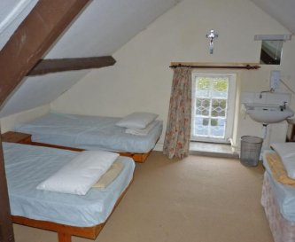 Attic bedroom sleeps 4