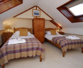 Snowdonia, a twin room with shared bathroom