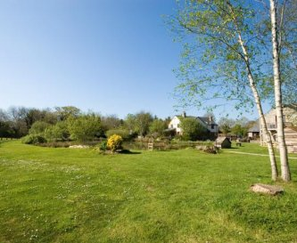 Extensive sunny grounds with private fishing lakes