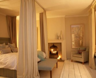 The Ridley Room and en suite bathroom