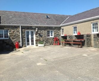 Sleeps 8 on ground level with 4 ensuite bedrooms