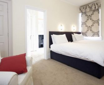 A twin or double bedroom at The Henry