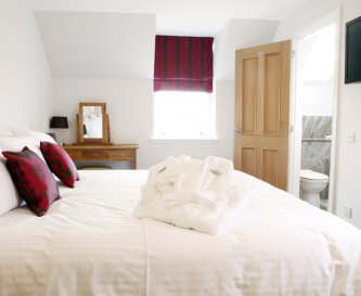 5 star luxury en suite bedroom in The Steading