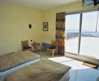 One of the 7 bedrooms of Villa La Citronneraie